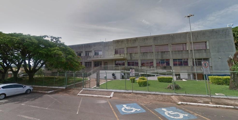 Fachada do Fórum de Brazlândia, no DF, onde funciona o Núcleo de Atendimento às Famílias e aos Autores de Violência Doméstica da região — Foto: Google Maps/Reprodução