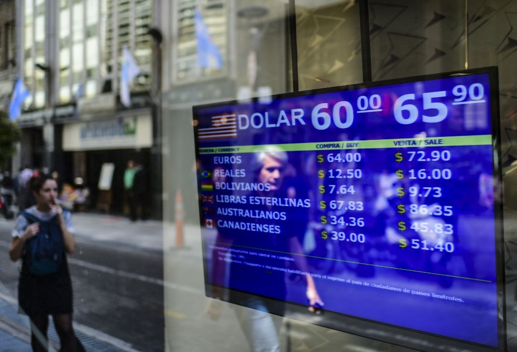 Dólar disparou na Argentina, mostra casa de câmbio fotografada na sexta-feira (25) — Foto: Ronaldo Schemidt/AFP