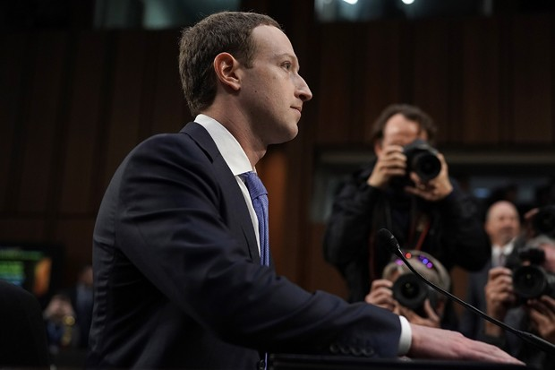 WASHINGTON, DC - APRIL 10:  Facebook co-founder, Chairman and CEO Mark Zuckerberg arrives to testify before a combined Senate Judiciary and Commerce committee hearing in the Hart Senate Office Building on Capitol Hill April 10, 2018 in Washington, DC. Zuc (Foto: Getty Images)