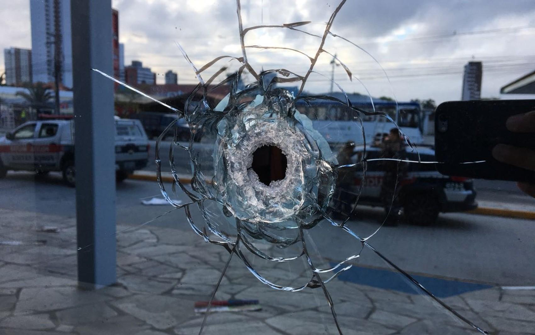 Homem é preso suspeito de explodir posto bancário em shopping de Campina Grande - Notícias - Plantão Diário