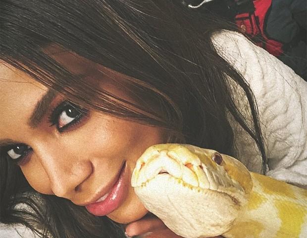 Anitta com cobra (Foto: Reprodução/Instagram)