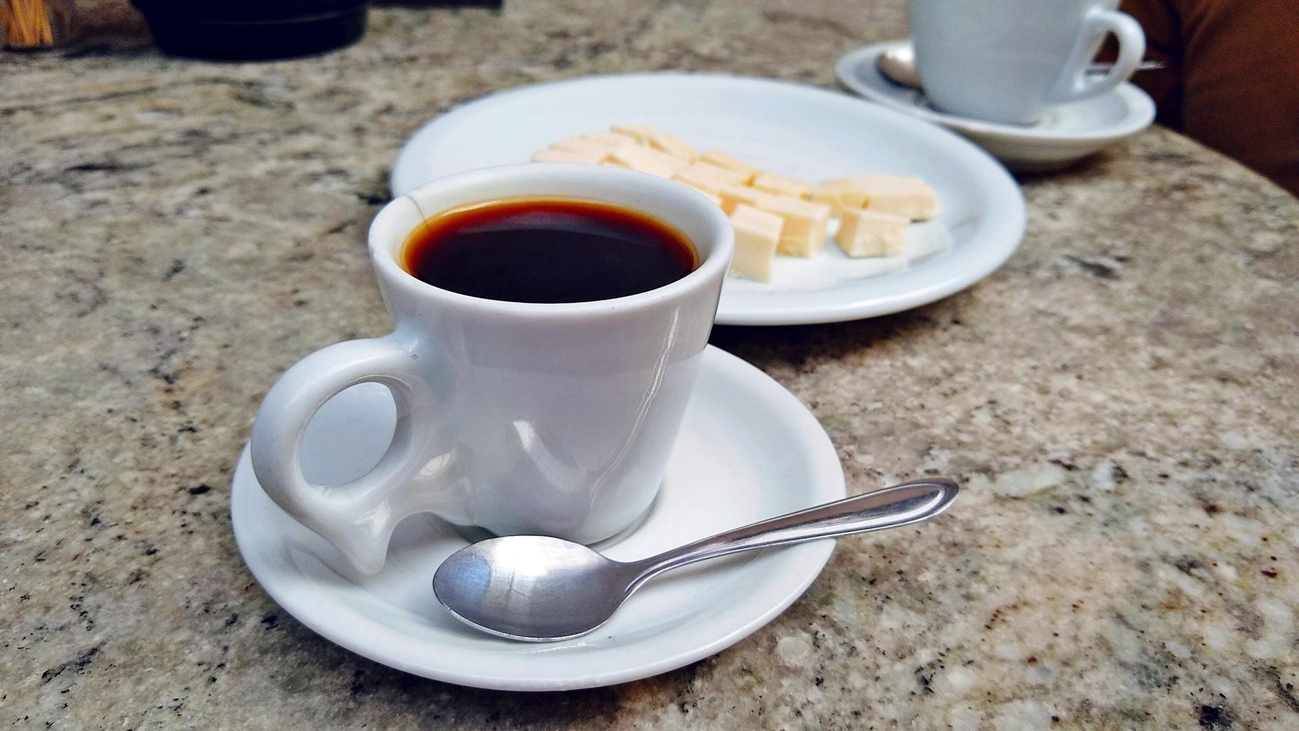 Pó de café: Como identificar a pureza e a qualidade do café comprado em Supermercados? - Notícias - Plantão Diário