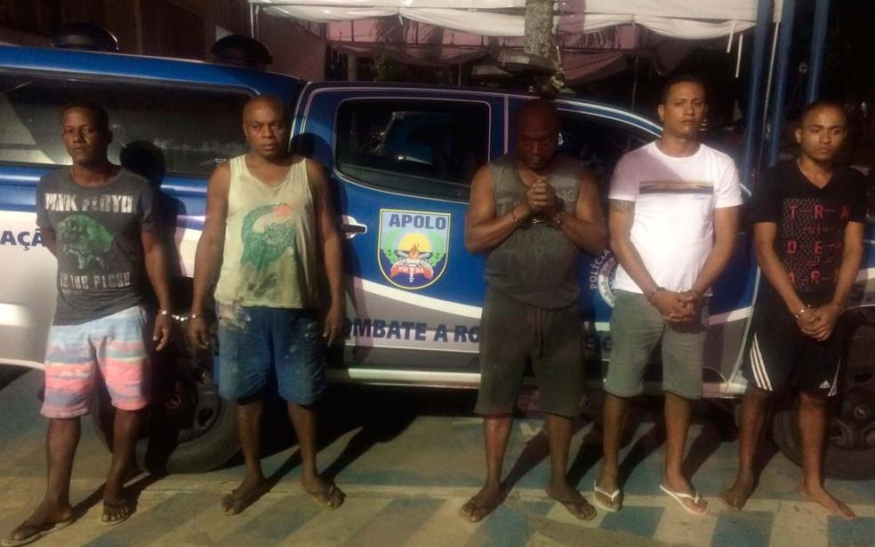 Cinco foram presos suspeitos de esquema de roubo e adulterações de veículos na Bahia (Foto: Divulgação/SSP-BA)