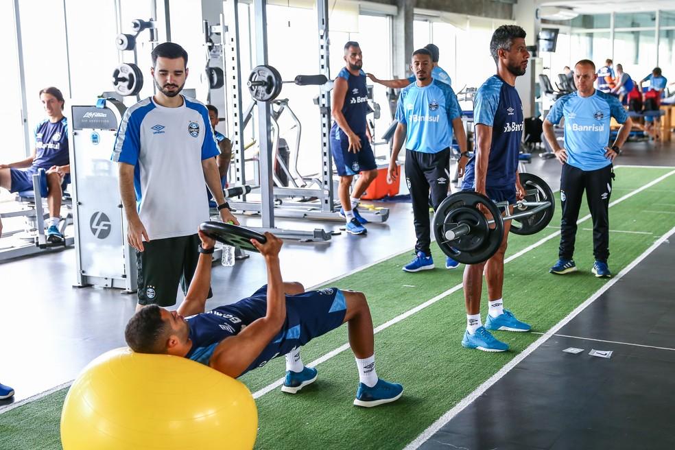 Léo Moura deve retomar trabalhos com bola em breve — Foto: Lucas Uebel/Grêmio
