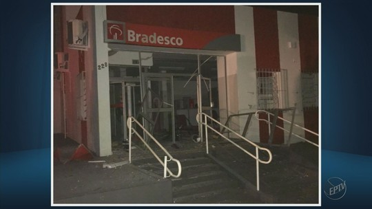 Criminosos explodem caixas eletrônicos e levam dinheiro de banco em Fortaleza de Minas