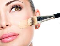 Maquiagem com skincare: 5 bases e corretivos com ácido hialurônico, vitaminas e FPS