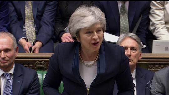 Após rejeitar Brexit, Parlamento britânico decide futuro de May hoje