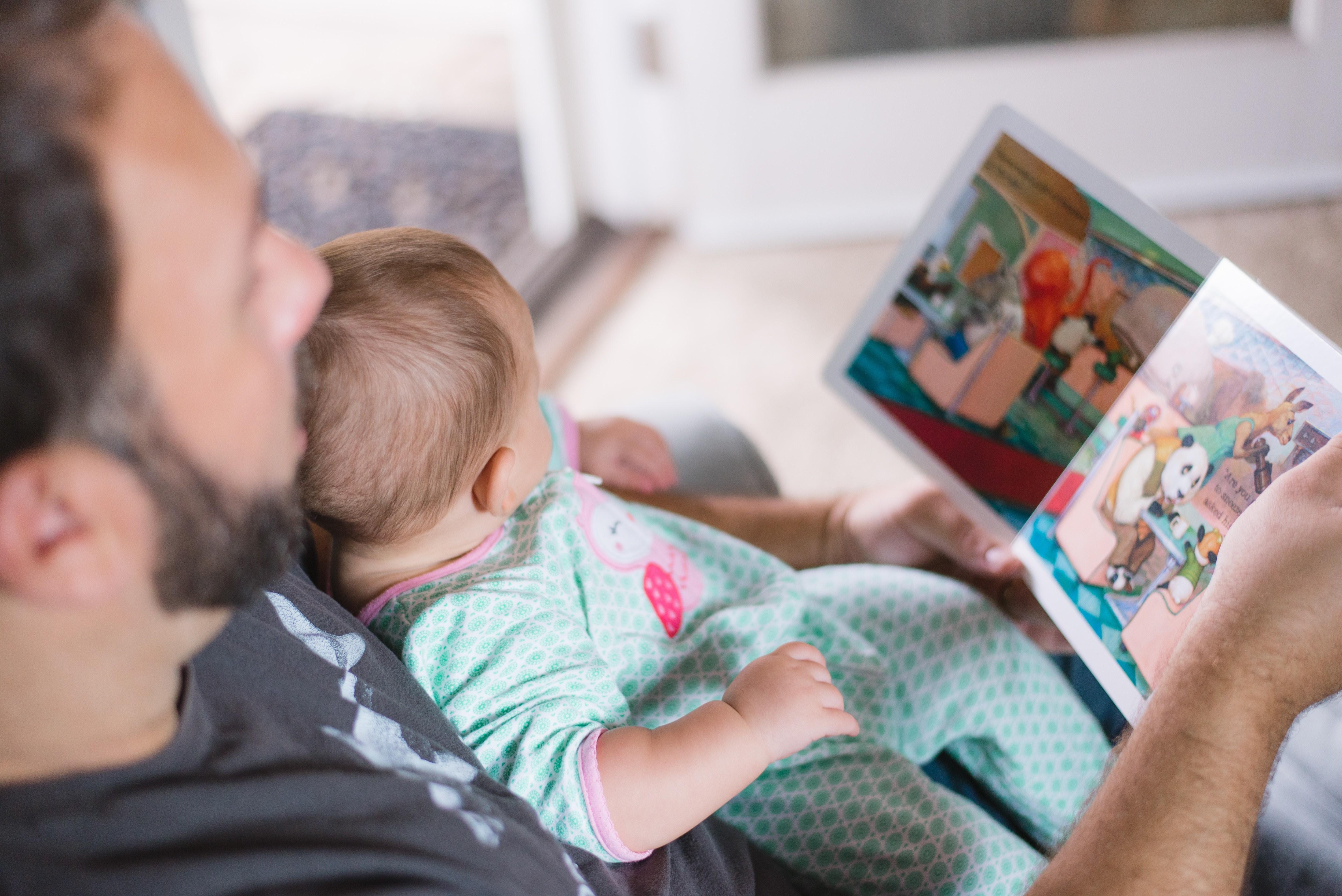 Leia para seu filho (Foto: Picsea para Unsplash)