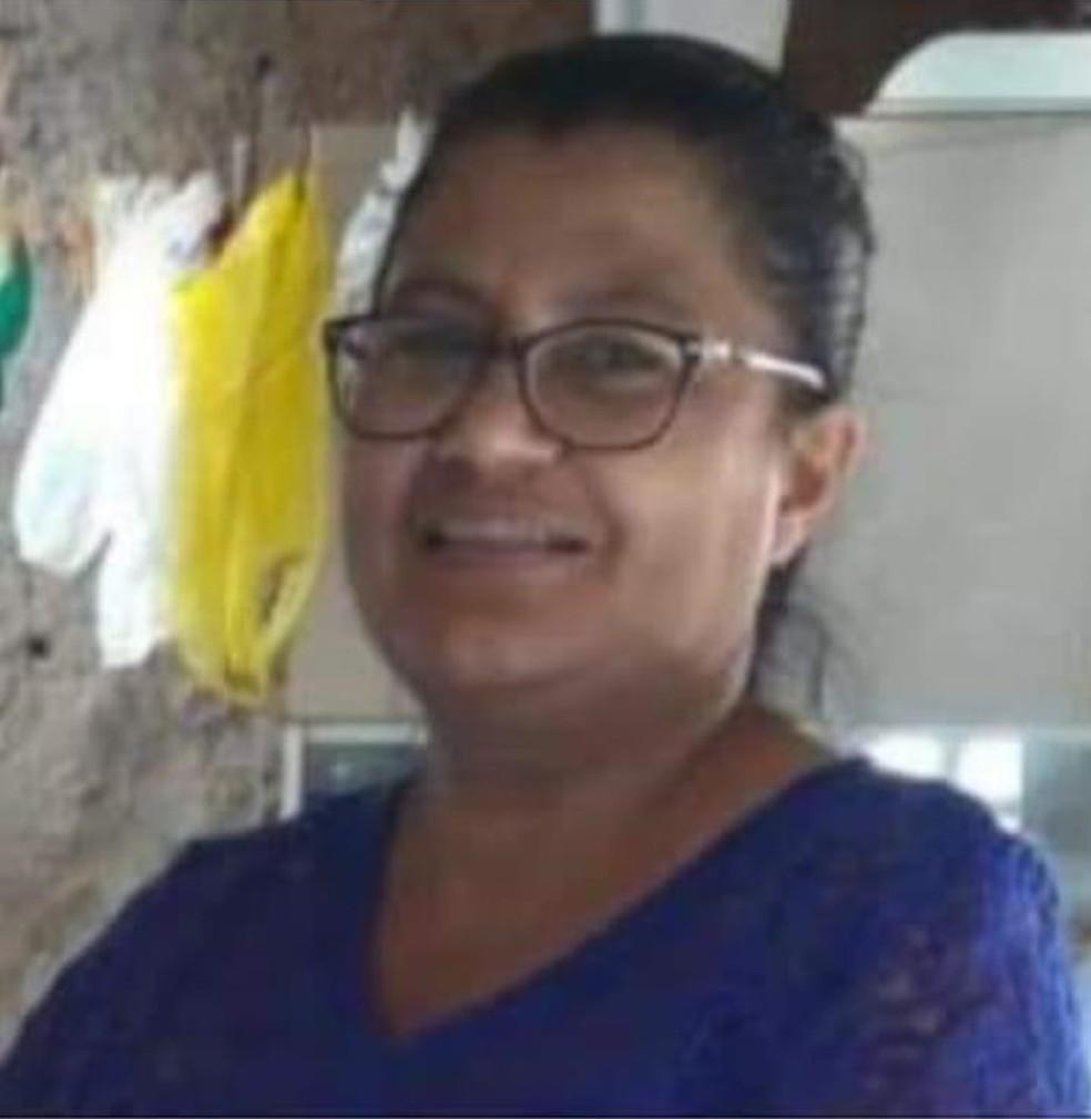 Francisca Naíde de Oliveira Queiroz, de 57 anos, foi atingida por pelo menos quatro disparos, segundo a polícia, e morreu na hora — Foto: Arquivo pessoal