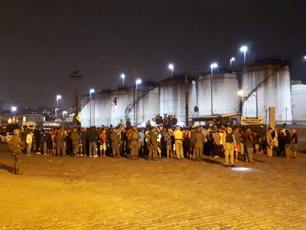 Caminhoneiros decidiram encerrar a greve no Porto de Santos, SP (Foto: Rodrigo Nardelli/G1)