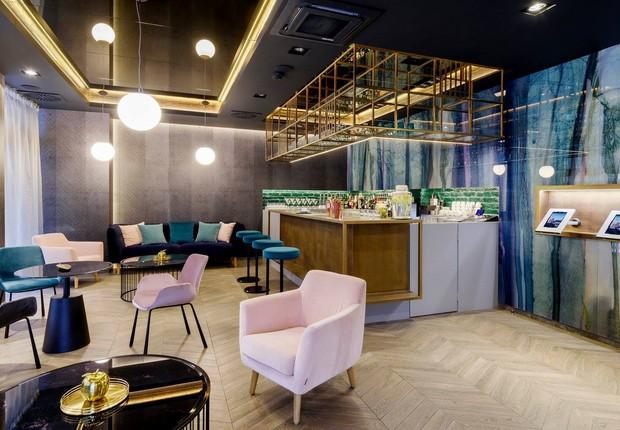 Bar do KViHotel. Espaço foi inaugurado no início de março (Foto: Divulgação)