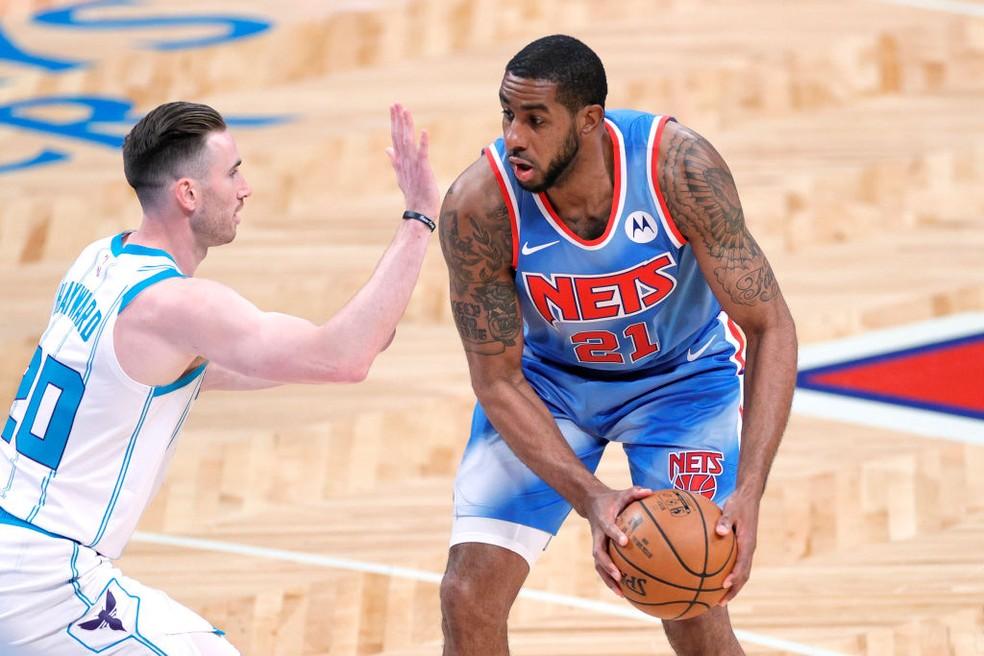 LaMarcus Aldridge em um dos seus cinco jogos pelos Nets — Foto: Getty