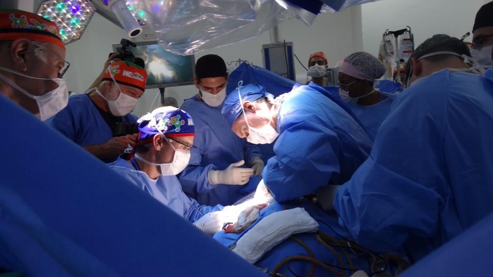 Última cirurgia de separação das siamesas Maria Ysabelle e Maria Ysadora em Ribeirão Preto (SP) — Foto: HC-FMRP/Divulgação