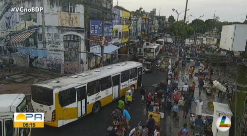 Imagem de câmeras de segurança do Estado mostram feira do Ver-o-Peso lotada na manhã desta quinta-feira (7). — Foto: Reprodução TV Liberal