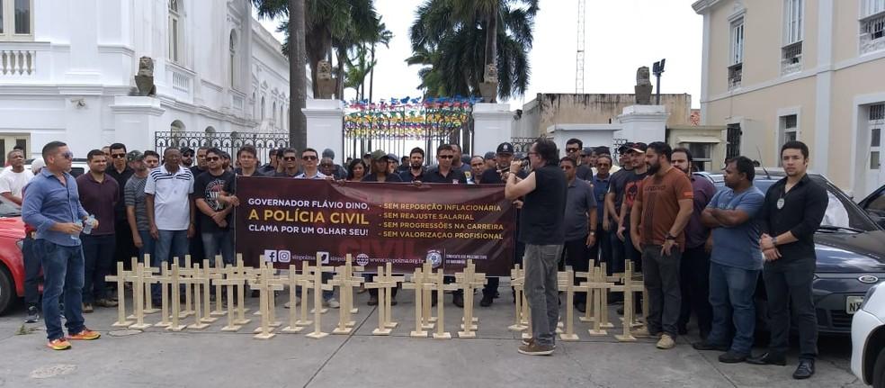 Policiais civis fazem protesto em frente ao Palácio dos Leões — Foto: Divulgação / Sinpol