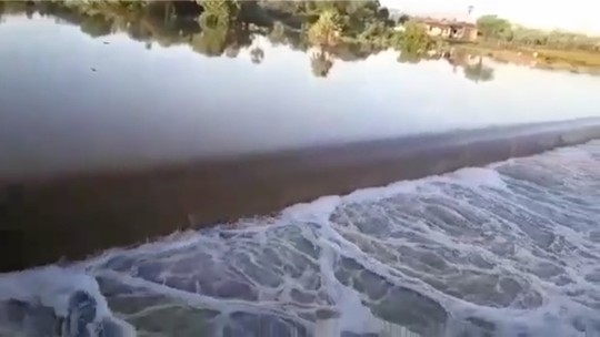 Após seis anos, barragem do Apanha Peixe volta a 'sangrar' no Oeste potiguar; veja vídeo