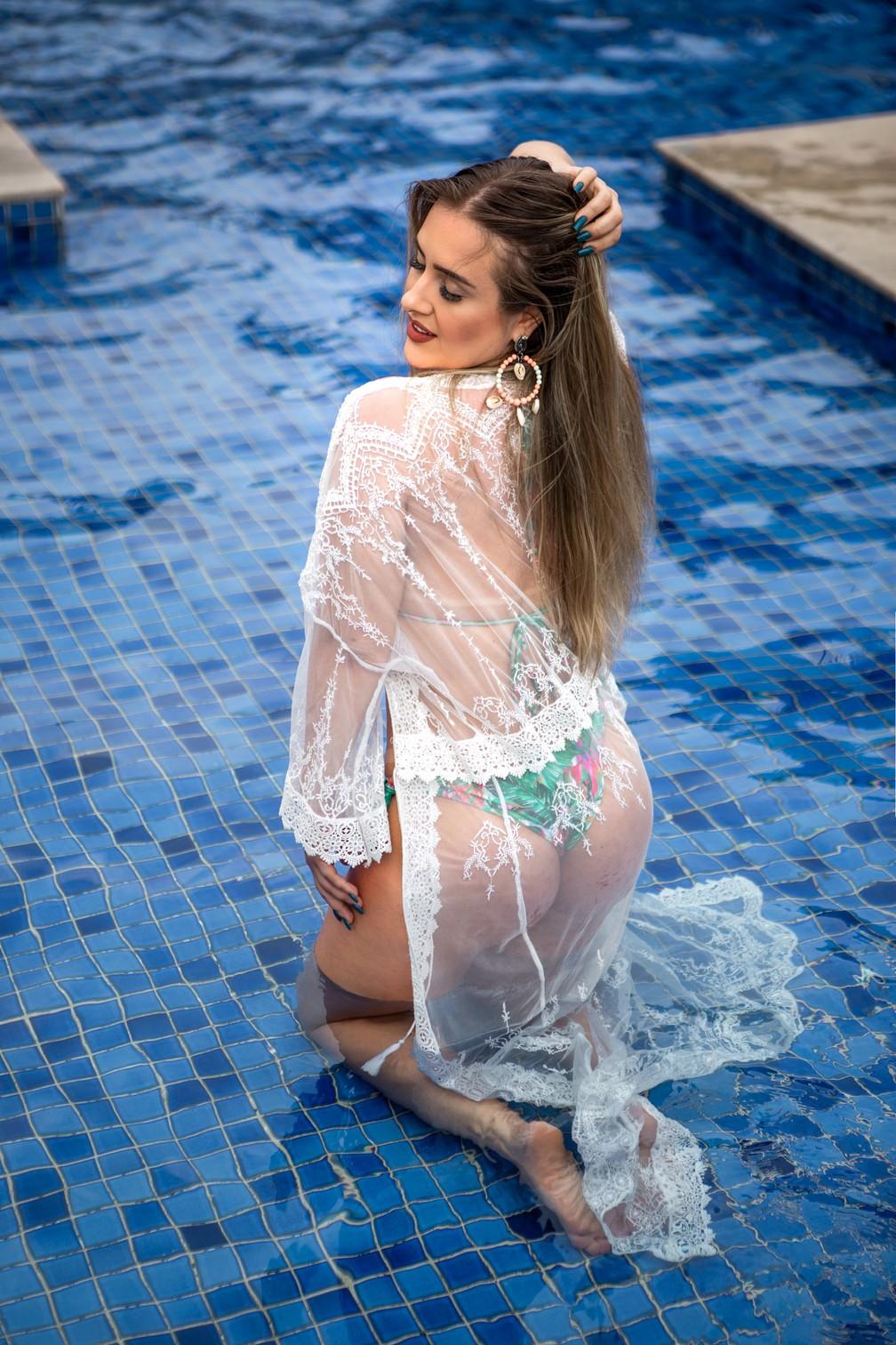 Patrícia Leitte faz pose com sua nova forma física  — Foto: Fabiano Battaglin/Gshow