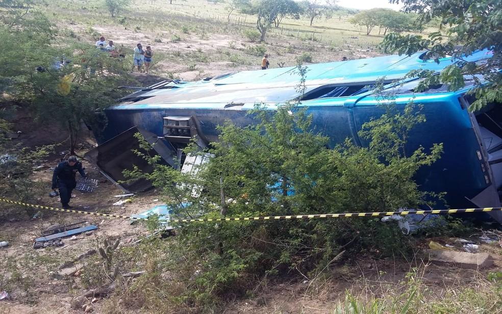 Segundo o Samu, cerca de 40 pessoas estavam no veículo (Foto: Reprodução/TV Sergipe)