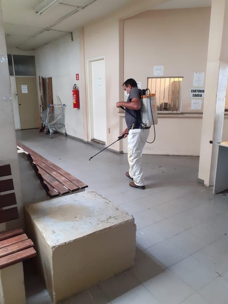 Policiais fazem higienização contra o coronavírus com recursos próprios em Lorena, SP