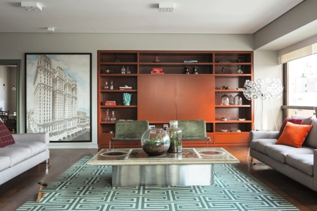 Estante projetada pelo designer de interiores Gabriel Valdivieso (Foto: Edu Castello / Editora Globo)