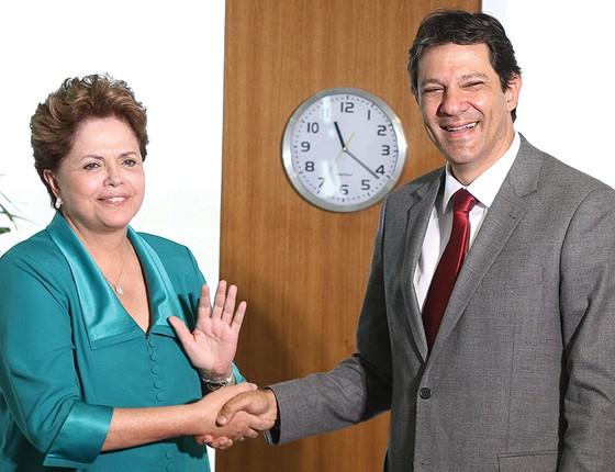 """OS """"POSTES"""" A ex-presidente Dilma Rousseff e o ex-prefeito Fernando Haddad são vistos como símbolos da maldição que persegue os escolhidos por Lula (Foto: Sergio Lima/Folhapress)"""