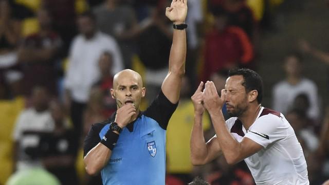 Nenê reclama de gol anulado no clássico contra o Flamengo
