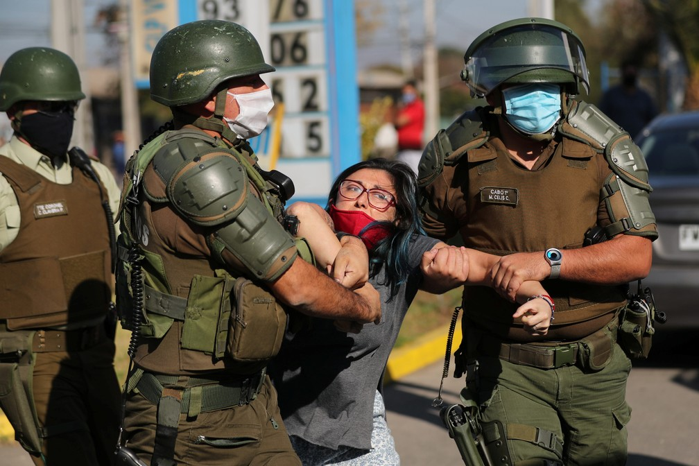 """Com falta de comida, população faz protesto no Chile contra o decreto de """"lockdown"""""""