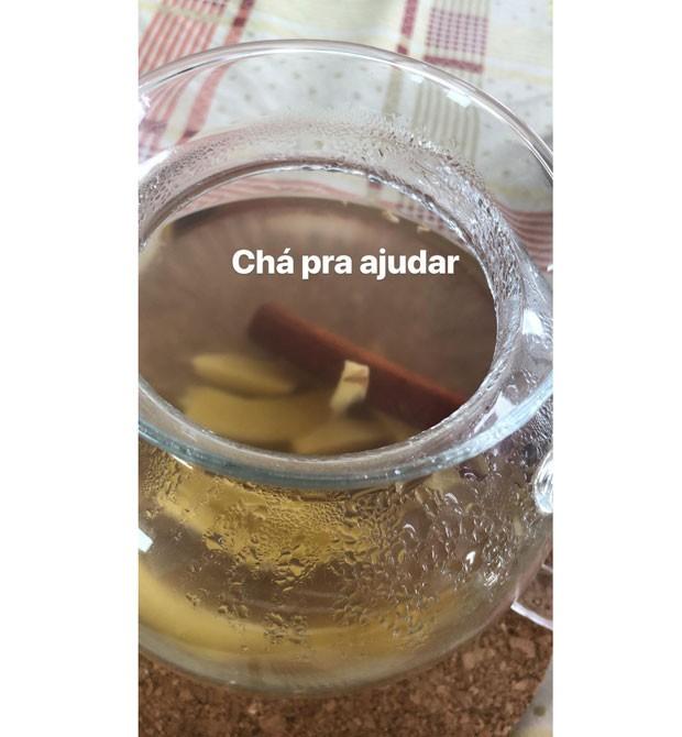 """Chá de canela e gengibre """"para ajudar"""", posta Sabrina Sato (Foto: Reprodução / Instagram)"""