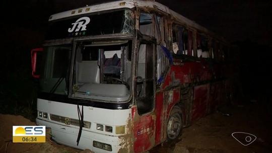 Ônibus de estudantes que capotou no ES tinha eixo amarrado com arame