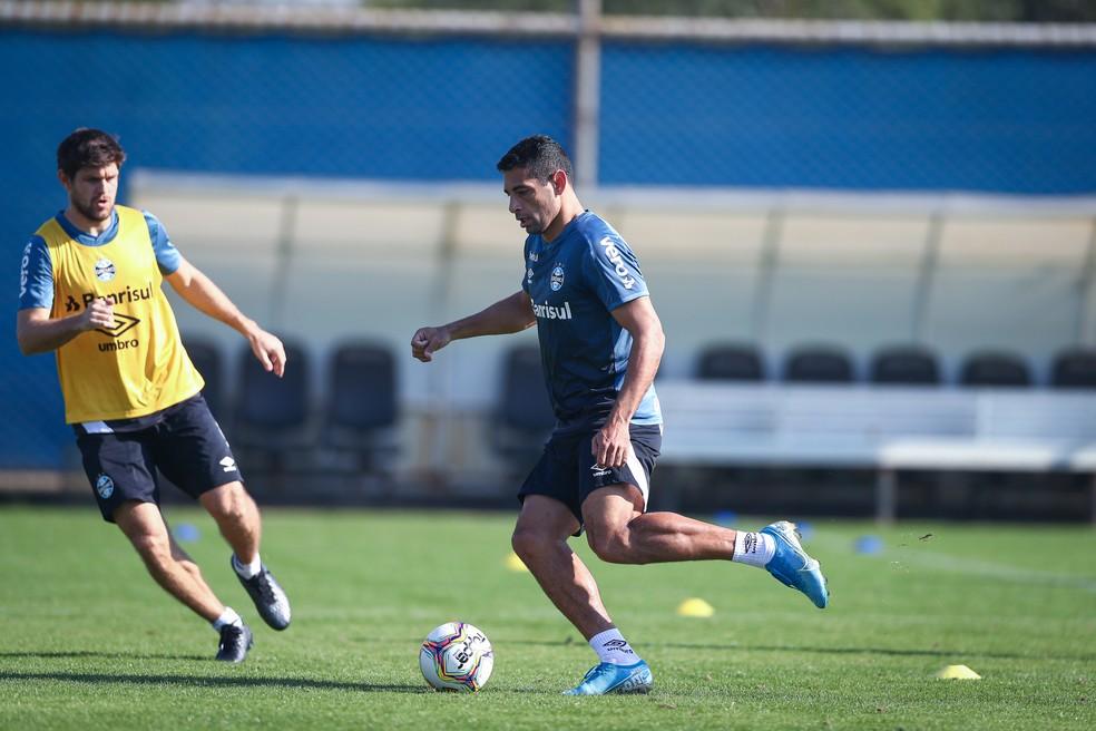 Diego Souza e Kannemann, em treino do Grêmio — Foto: Lucas Uebel/Divulgação Grêmio