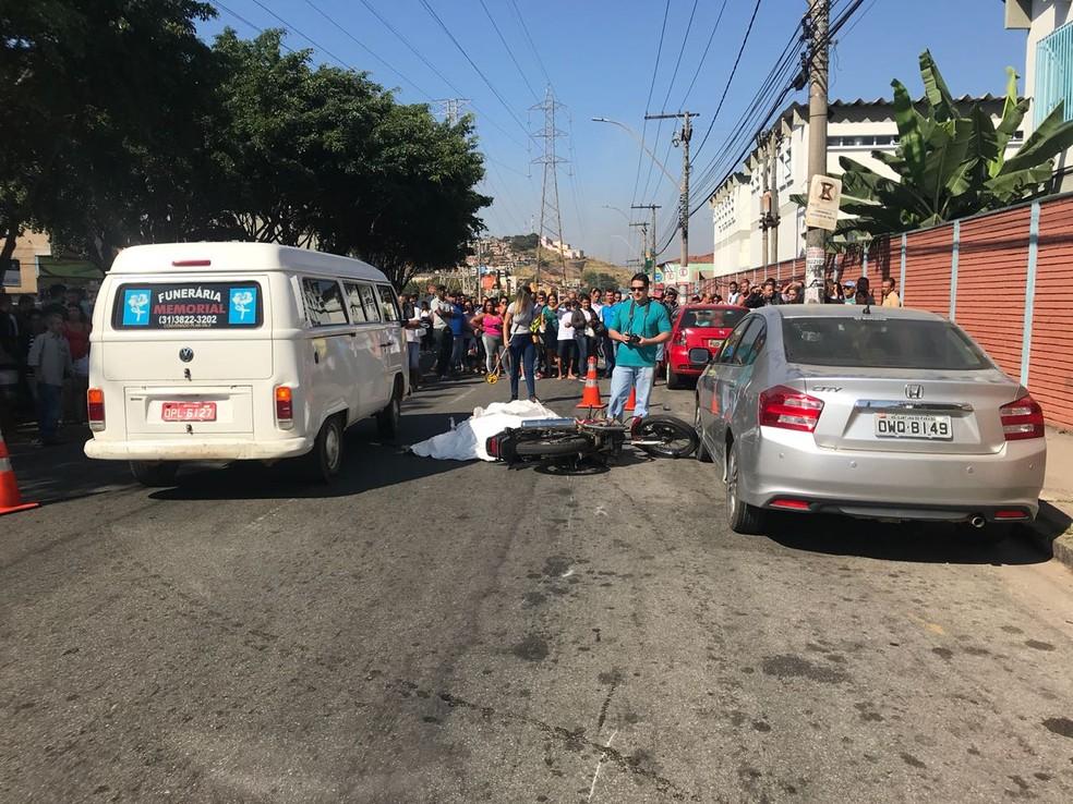 Mulher morreu no local do acidente (Foto: Vanessa Peixoto/ Inter TV)