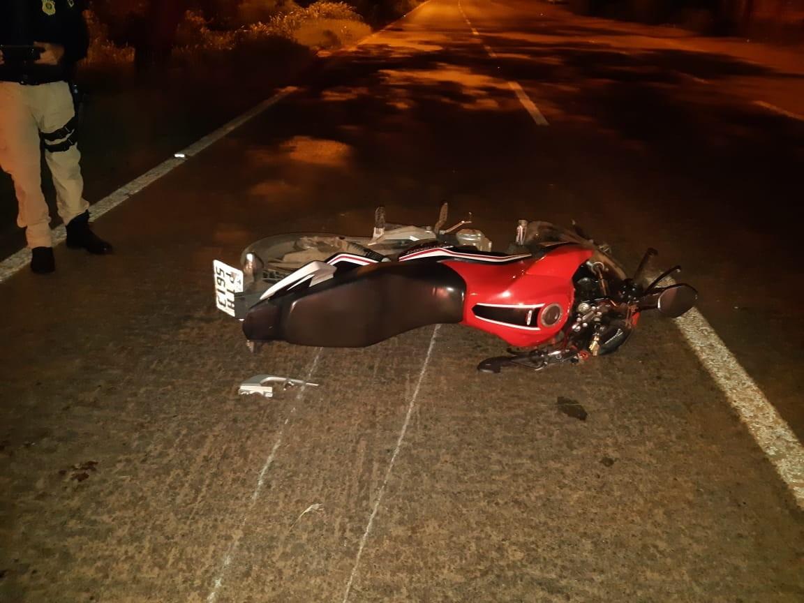Colisão entre carro e motocicleta deixa dois graves feridos na BR-135 no MA