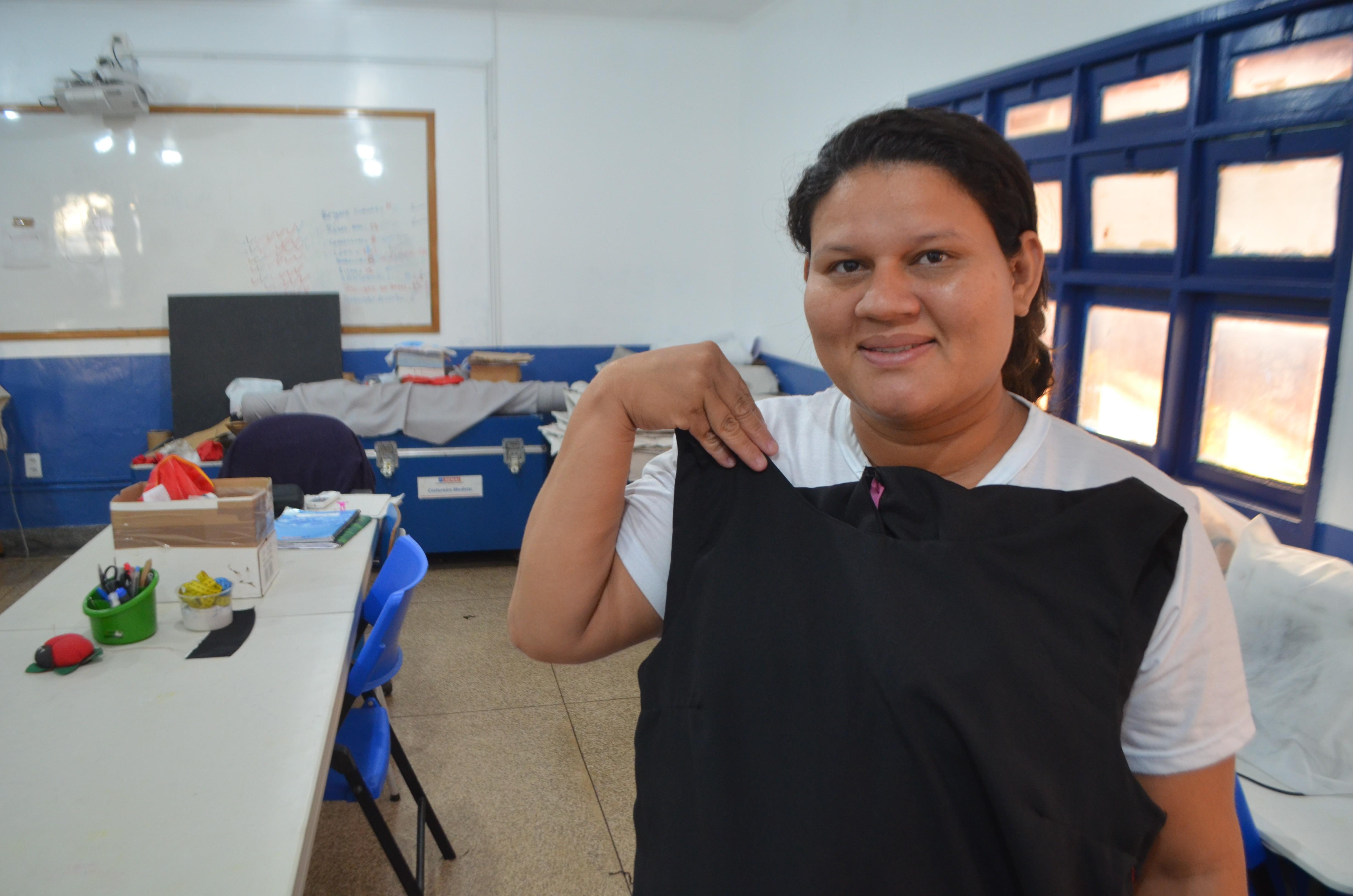 'Tive que agarrar a oportunidade', diz desempregada há 3 anos que faz curso de modista costureira - Notícias - Plantão Diário