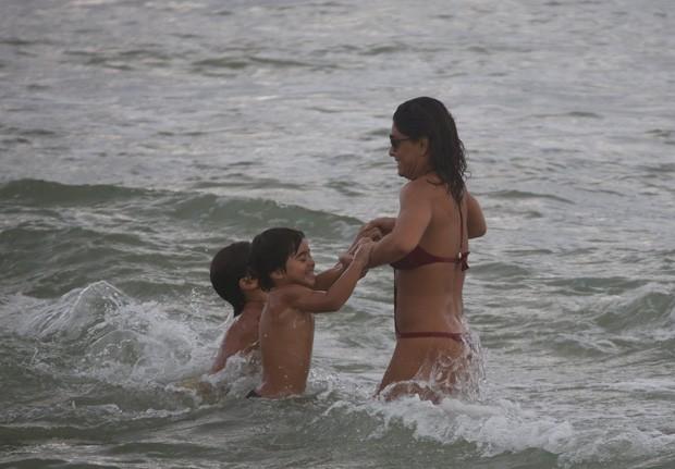 Juliana Paes com os filhos (Foto: AgNews)