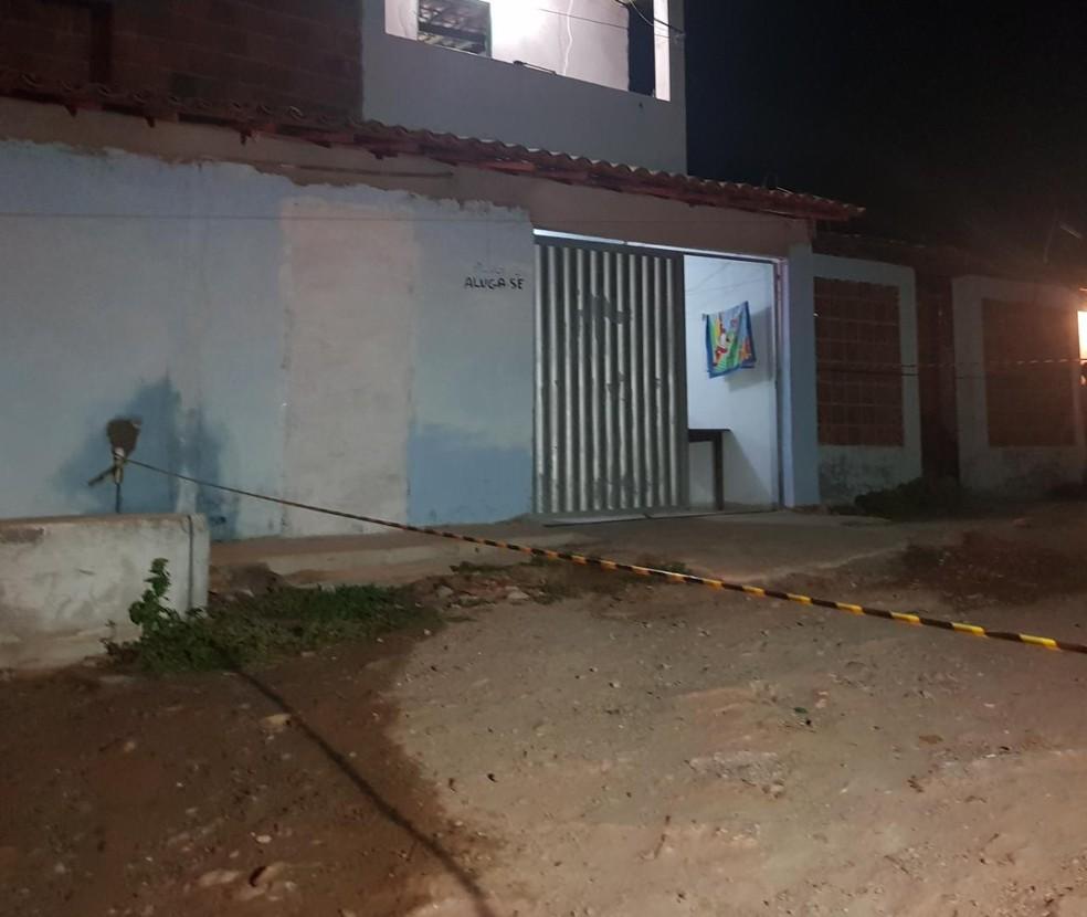 Adolescente invadiu uma residência para tentar fugir dos criminosos. — Foto: Rafaela Duarte/ Sistema Verdes Mares