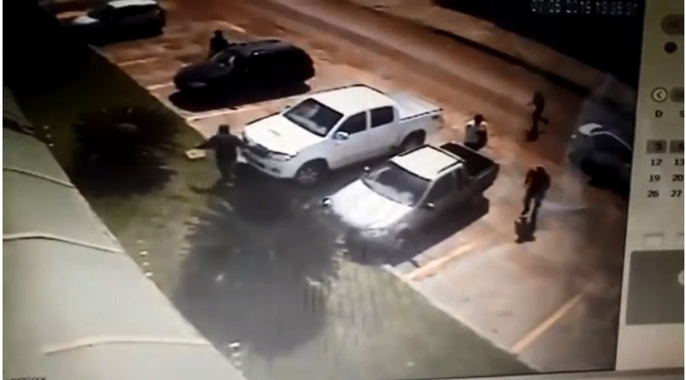 Vítima corre de suspeitos na Câmara em Cacoal — Foto: Reprodução