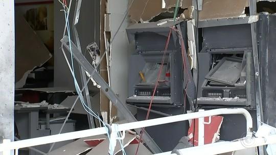 Criminosos explodem caixas eletrônicos de agência bancária em Guapiara