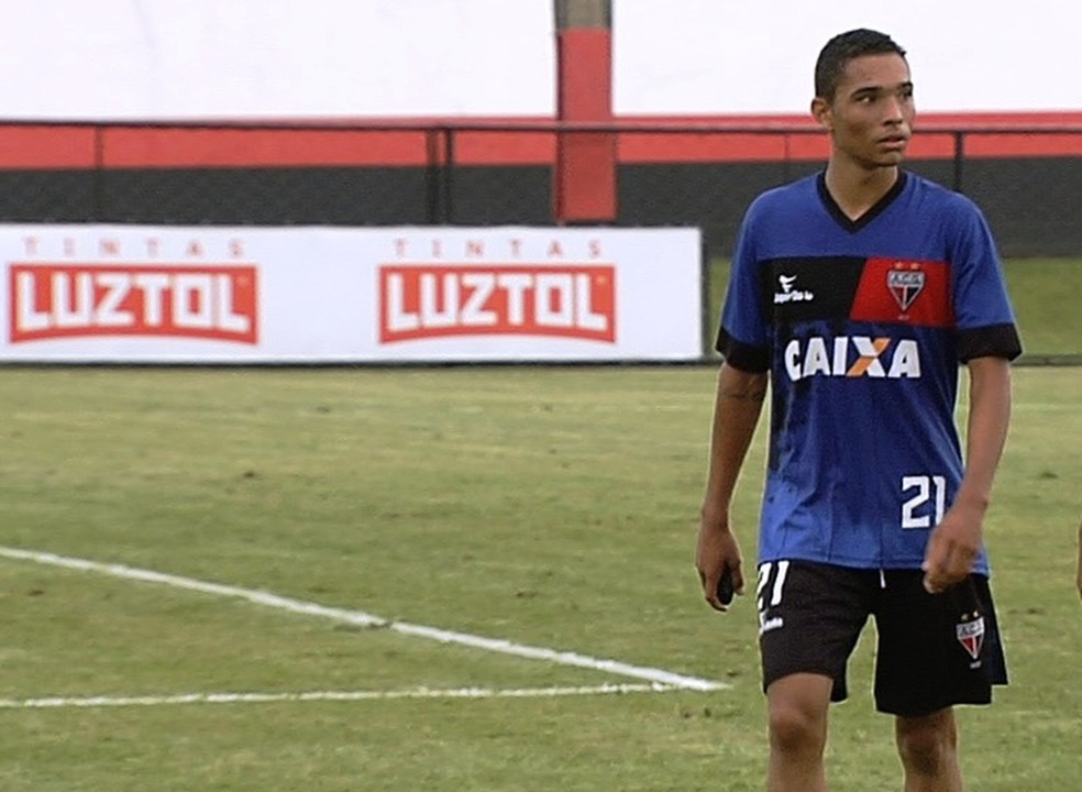 Luiz Fernando chegou com 17 anos para a base do Atlético-GO (Foto: Reprodução/TV Anhanguera)