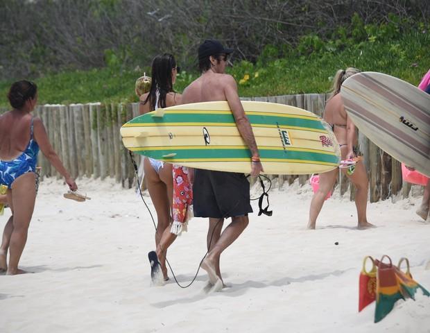 AGN_1447362 - santa catarina, BRASIL  -  *EXCLUSIVO*  - Alessandra Ambrosoio com sua familia na Praia Brava em Florianopolis.Pictured:  Alessandra Ambrosoio & familiaAgNews 4 JANEIRO 2019 BYLINE MUST READ: AgNews / AgNews Xico Silvatel (Foto: AgNews / AgNews)