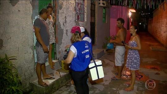 Agentes são escoltados pela PM em vacinação contra o sarampo no AM