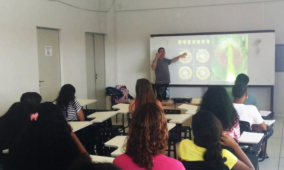 Grátis para alunos de escolas públicas, curso Gabarito oferece aulas de português e matemática. — Foto: UERN