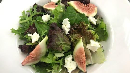 5 receitas de saladas leves e refrescantes
