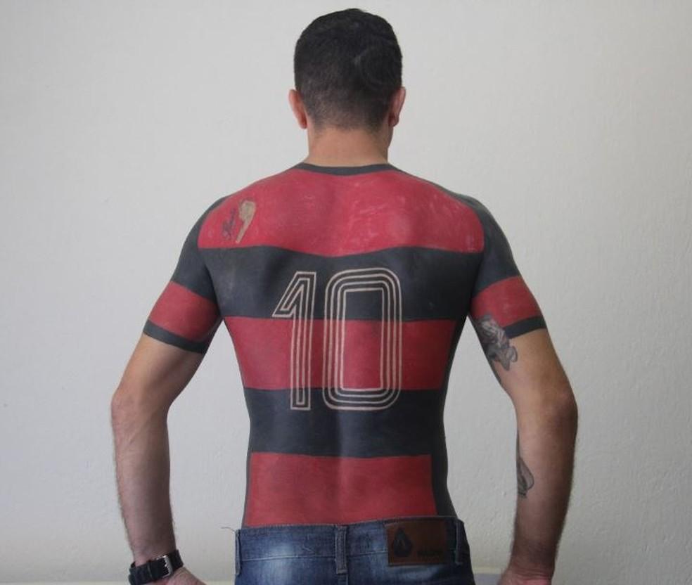 Tatuagem de José foi frente e costas em dezenas de horas de tatuagem (Foto: José Maurício Dos Anjos/Arquivo Pessoal)