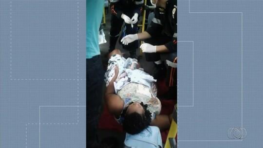 Pai que ajudou no parto de gêmeo dentro de ônibus pede doações para filhos, em Aragoiânia