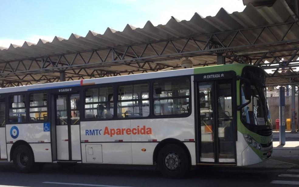 Ônibus no Terminal Cruzeiro, em Aparecida de Goiânia, Goiás — Foto: Lis Lopes/G1