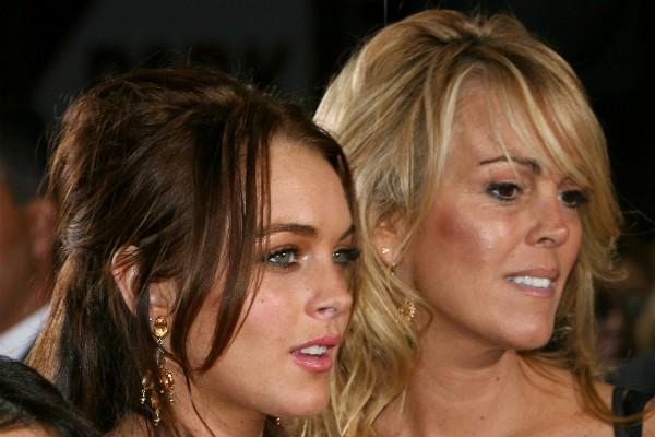A atriz Lindsay Lohan e sua mãe, Dina Lohan (Foto: Getty Images)
