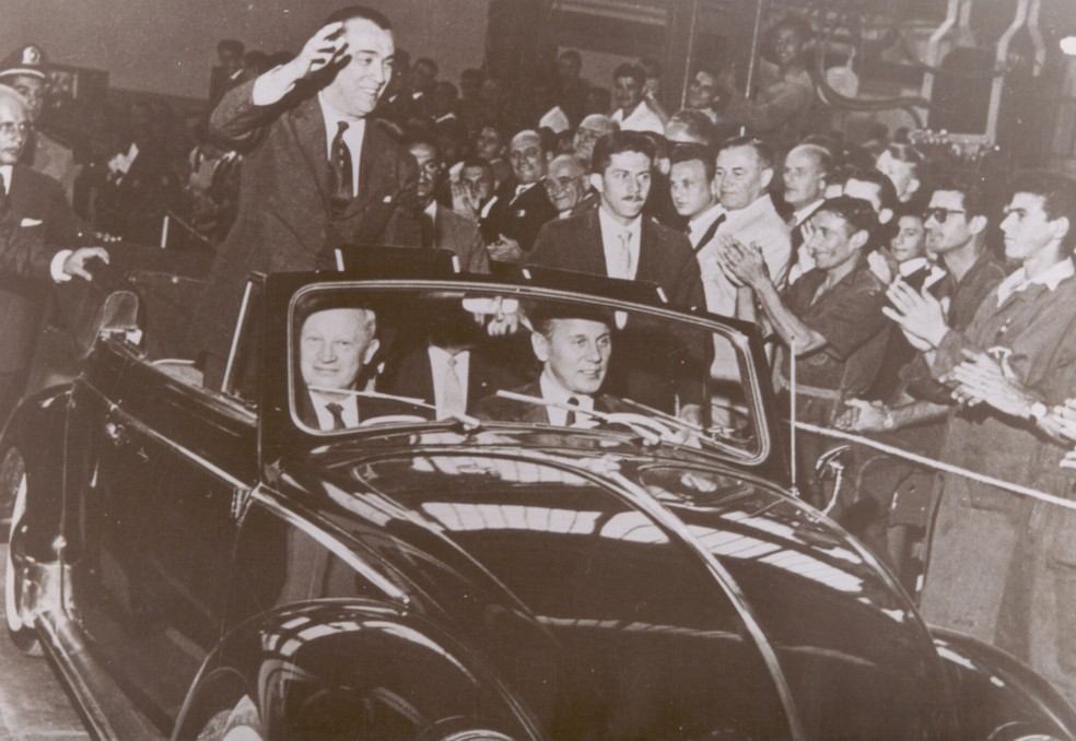 Presidente Juscelino Kubitschek inaugura a fábrica da Volkswagen em São Bernardo do Campo, SP, em novembro de 1959 — Foto: Divulgação
