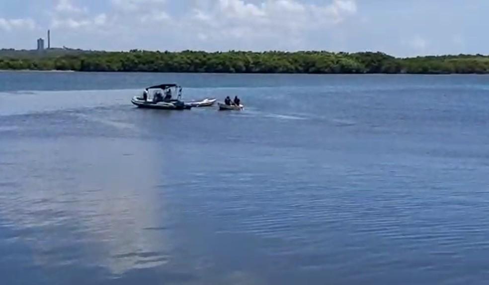 Militares da Marinha ajudaram policiais civis em operação que acabou com perseguição dentro do Rio Potengi — Foto: Reprodução/Inter TV Cabugi