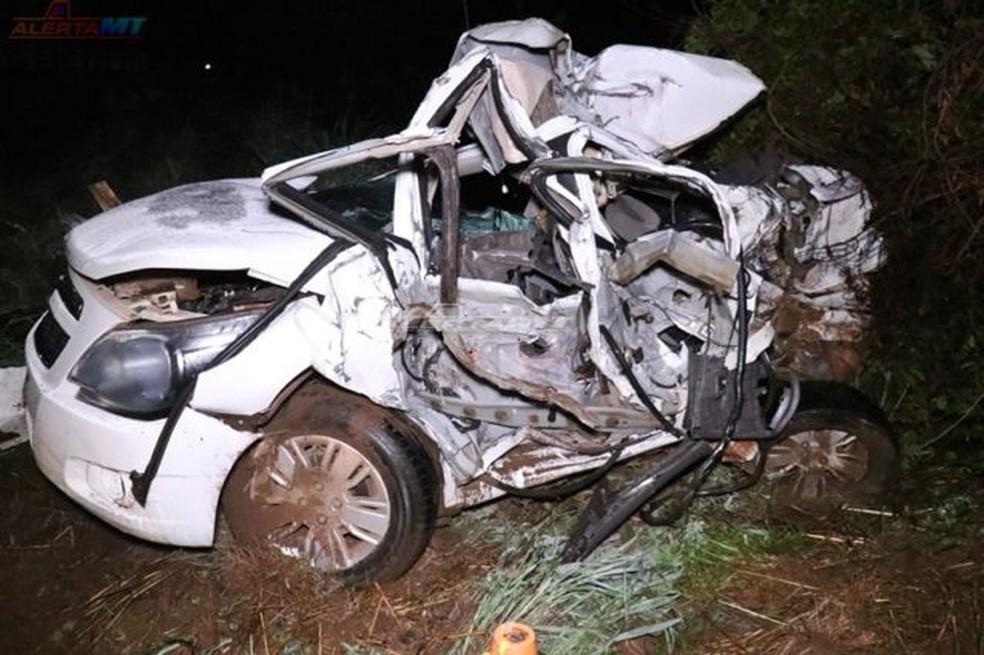 Acidente mata 3 pessoas e deixa criança de 2 anos ferida na BR-163 em Diamantino — Foto: Alerta MT