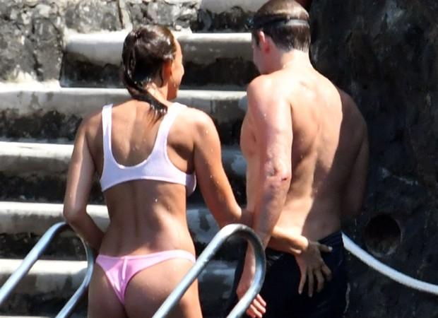 Bradley Cooper e Irina Shayk curtem férias na Itália  (Foto: Backgrid)